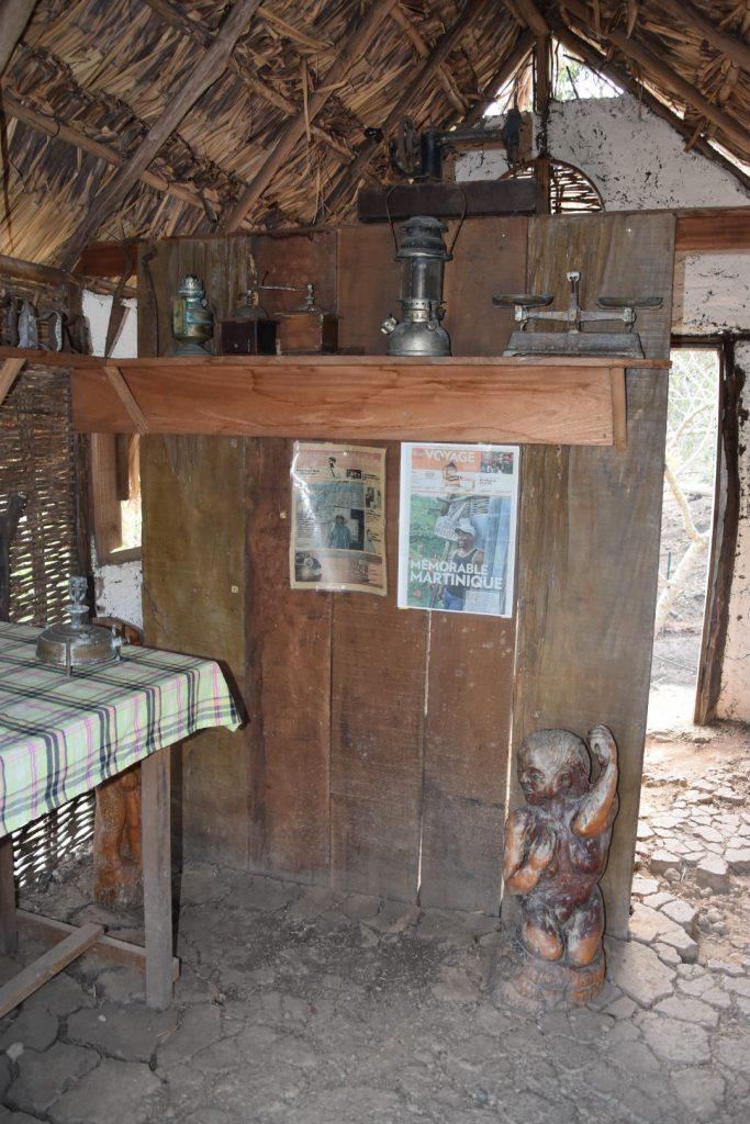 visite de la savane des esclaves en Martinique case traditionnelle